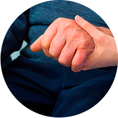 Além das tremedeiras: conheça os sinais do Parkinson